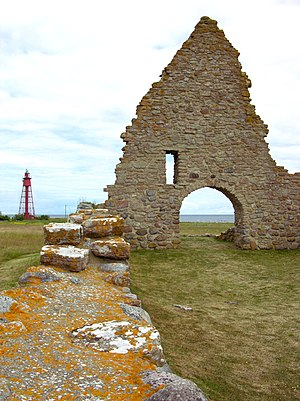 Kapelludden - lighthouse and chapel ruins.jpg