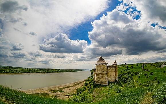 Khotin fortress - view from hill.jpg