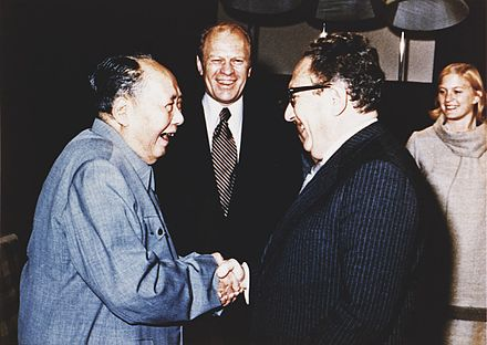 Ford and his daughter Susan watch as Henry Kissinger (right) shakes hands with Mao Zedong, December 2, 1975 Kissinger, Ford and Mao, 1975 A7912.jpg