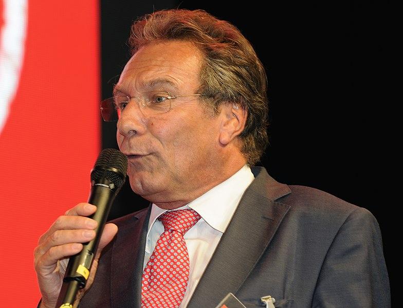File:Klaus Ernst Die Linke Wahlparty 2013 (DerHexer) 02.jpg