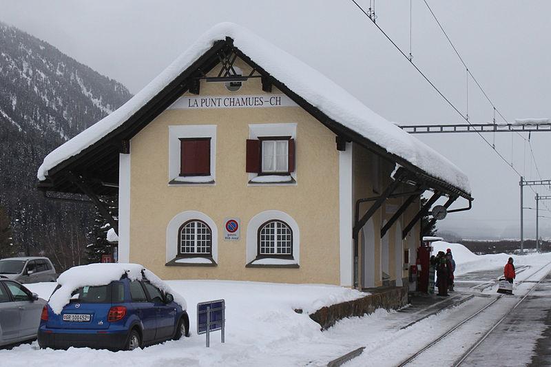 File:La Punt-Chamues-ch 010214.jpg