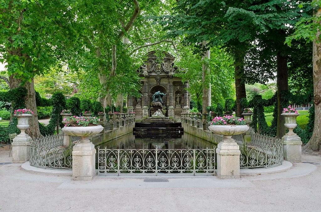 File la fontaine m dicis jardin du luxembourg paris 2013 - Jardin du luxembourg enfant ...