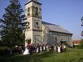Lakodalmazók a református templomnál - panoramio.jpg