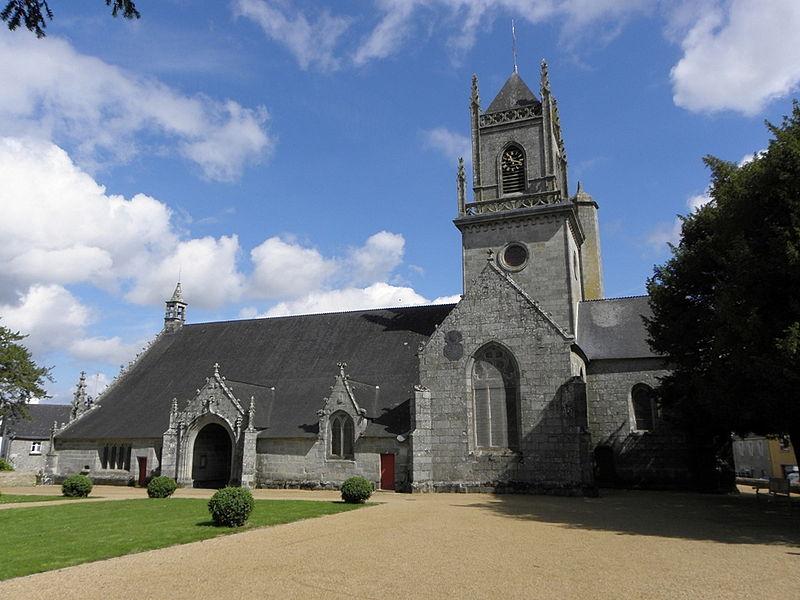 Façade méridionale de l'église Saint-Pierre-et-Saint-Paul de Langonnet (56).