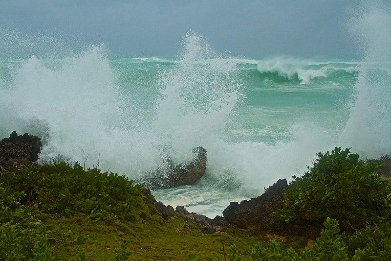 File:Large waves in Bermuda from Hurricane Igor.jpg