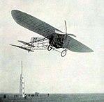 Le 28 août 1909 Louis Blériot bat le record du monde de vitesse au Meeting de Champagne à Reims, sur Blériot XI à moteur E.N.V.jpg