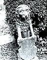 Leeuw met wapenschild bij tuiningang blz. 247 - Koudekerke - 20499158 - RCE.jpg