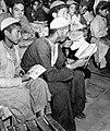 Les in lezen en schrijven in een vluchtelingenkamp, Bestanddeelnr 254-3420.jpg