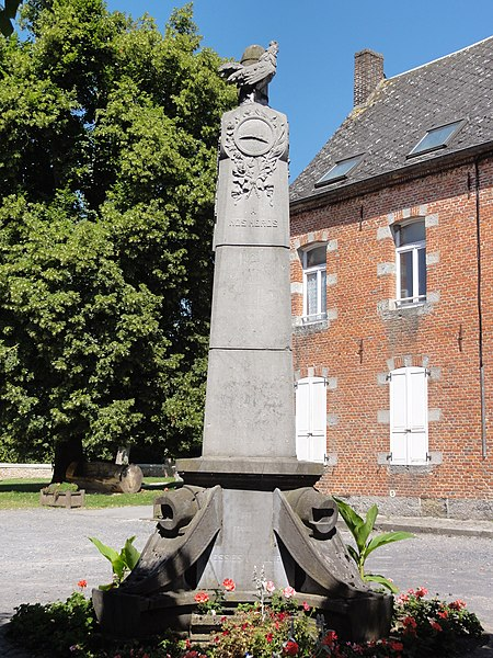 Liessies (Nord, Fr) monument aux morts