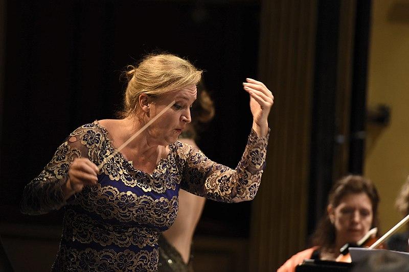 Archivo:Ligia Amadio, Orquesta Filarmónica de Montevideo.jpg