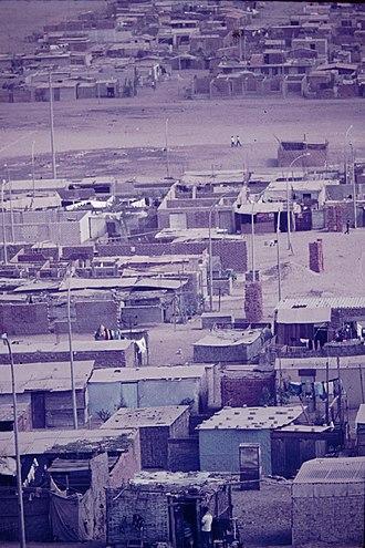 Villa El Salvador - Image: Lima barrios El Salvador Peru 1975 08 Sheds
