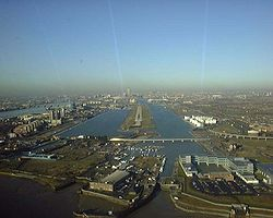 Laskeutuminen London City Airportille.