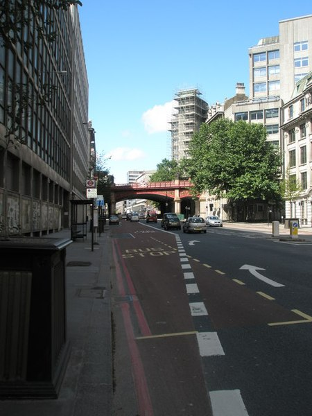 File:Looking up Farringdon Street from Stonecutter Street - geograph.org.uk - 886907.jpg