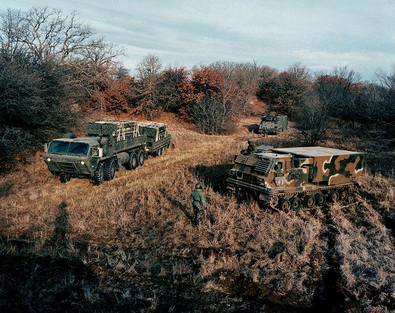 الراجمه الامريكيه M270 800px-MLRS-system