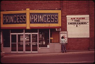 The Cheerleaders - The Cheerleaders playing at a movie theater in Berlin, New Hampshire (June 1973)
