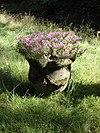 foto van Huis Maarnbergen: tuinvaas