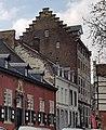 Maastricht, Hoogbrugstraat, St-Gillishospitaal & Poort van Beusdael.jpg