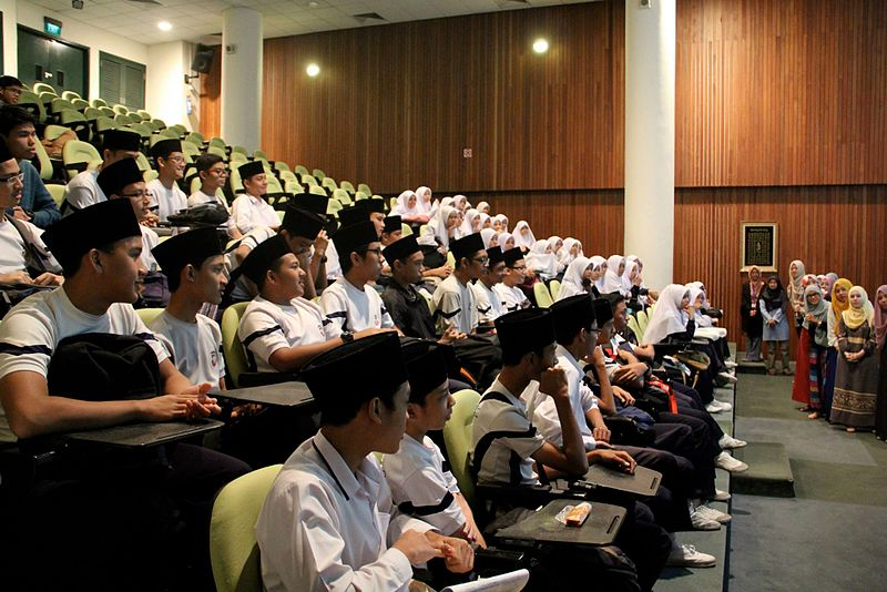 Madrasah Aljunied Al-Islamiah Students In A Lecture.jpg