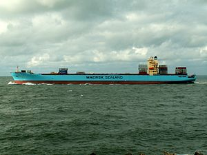 Maersk Detroit IMO 9297864, leaving Port of Rotterdam, Holland 10-Aug-2005.jpg