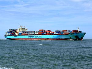 Maersk Gateshead p05 approaching Port of Rotterdam, Holland 08-Jul-2007.jpg