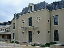 Mairiecombs.JPG