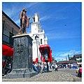 Marinilla Colombia August 2017 (8) Monumento y Catedral en la plaza.jpg