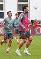 Mats Hummels Training 2019-04-10 FC Bayern Muenchen-2.jpg