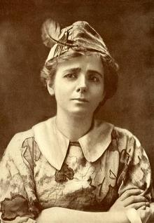 Maude Adams, la prima interprete di Peter Pan a Broadway (1905).