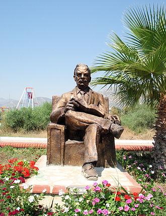 Melih Cevdet Anday - Metin Yurdanur's statue of the poet in Melih Cevdet Anday Park, Ören
