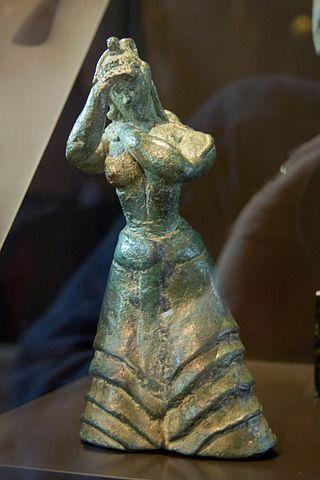Minoan figurine of praying woman