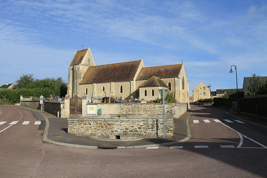 L'église Saint-Denis et le lavoir public de Mondrainville (Calvados)