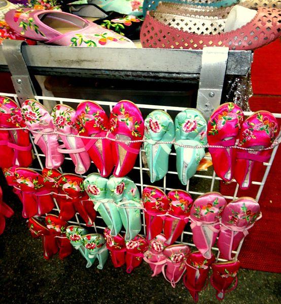 File:Mong Kok Ladies' Market Shoes.JPG