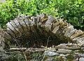 Montbrun - Voûte en pierres sèches.JPG