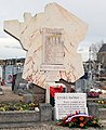 Monument en hommage aux 12 fusillés d'Eysses et des morts en déportation.jpg