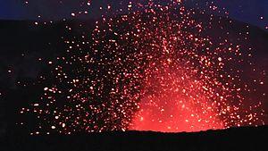 File:Morgengrauen am Yasur Vulkan.webm