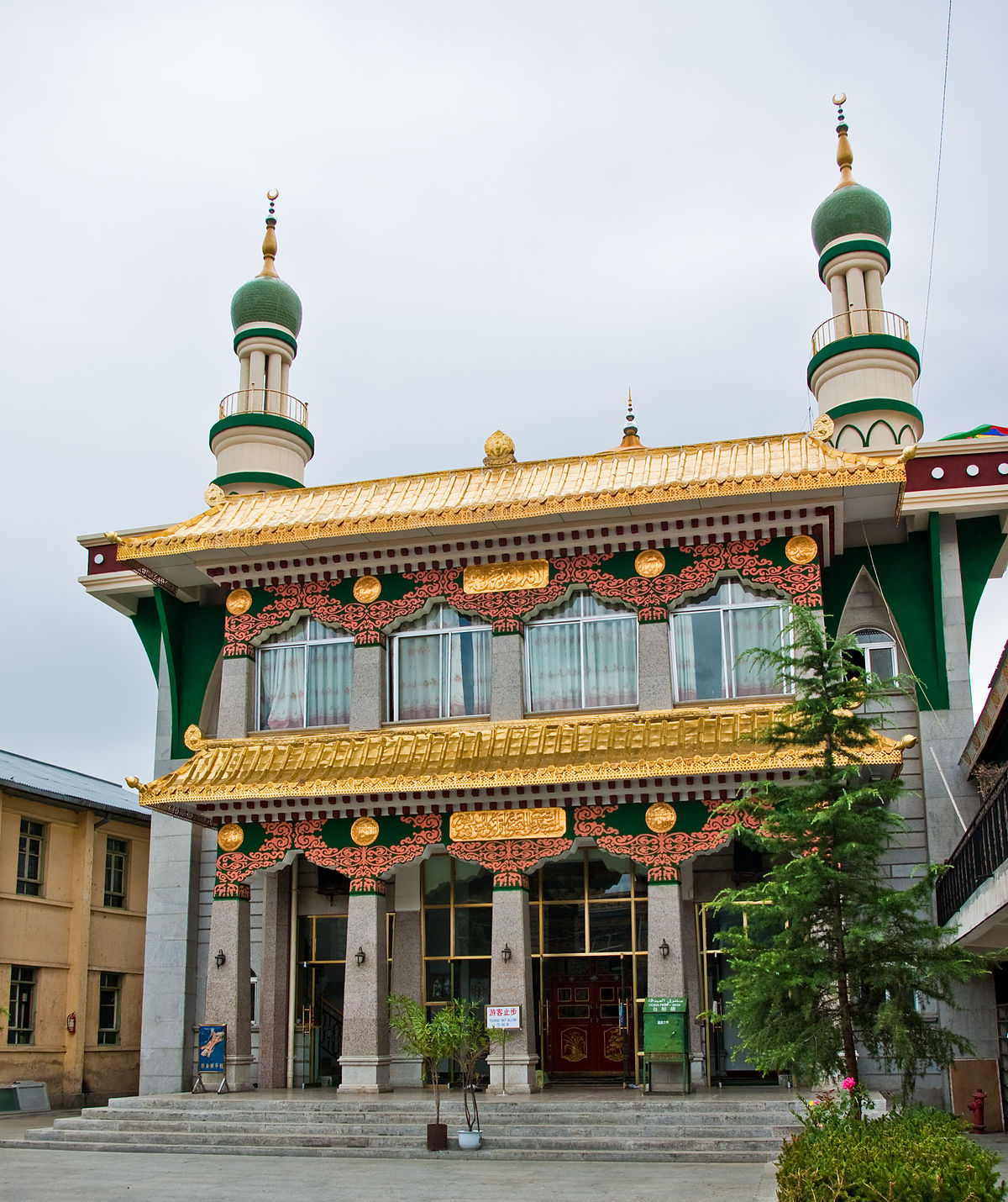 1200px-Mosques_in_Lhasa.jpg