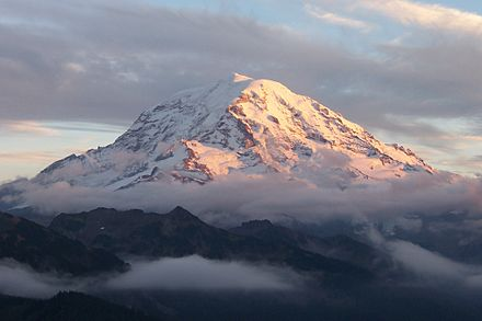 Mount Rainier Mount Rainier sunset and clouds.jpg