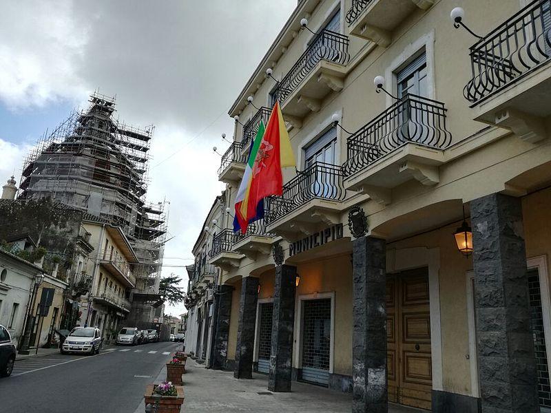 File:Municipio di Aci Sant'Antonio.jpg