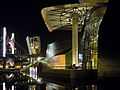 Museo Guggenheim Bilbao-night view-river side.jpg
