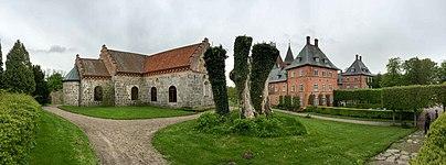 Näs kyrka och Trollenäs slott.jpg
