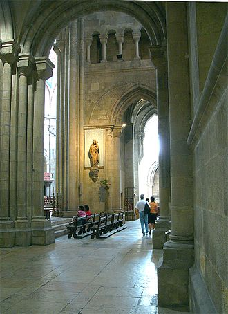 Lisbon Cathedral - View of the Romanesque lateral aisle of Lisbon Cathedral.