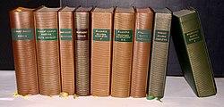 Neuf livres dans la collection Bibliothèque de La Pléiade.jpg
