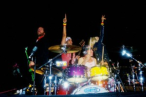 Left to right: Tom Dumont (guitar), Tony Kanal (bass), Adrian Young (drums), Gwen Stefani (vocals)