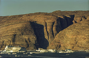 Renland - Cliffs and ice floes at the Nordvestfjord.
