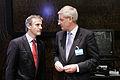 Norges och Sveriges utrikesminstrar - Jonas Gahr Stoere och Carl Bildt - vid Nordiska radets session i Helsingfors. 2008-10-27.jpg