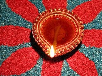Diya (lamp) - Image: Oil lamp on rangoli