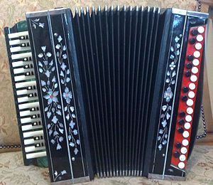 Garmon - An Oriental bayan produced in the Tula musical factory some 30 years ago.