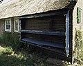 Overzicht van het klompenrek, hangt aan de linker zijgevel van de boerderij - Rouveen - 20387861 - RCE.jpg