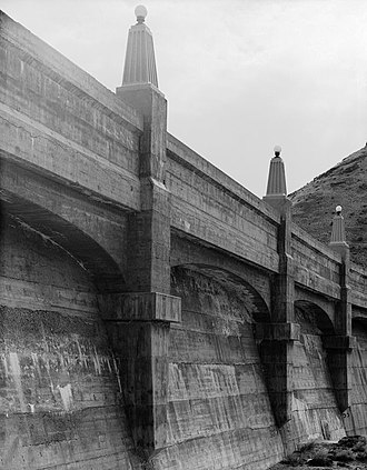 Owyhee Dam - Up close details of the crest