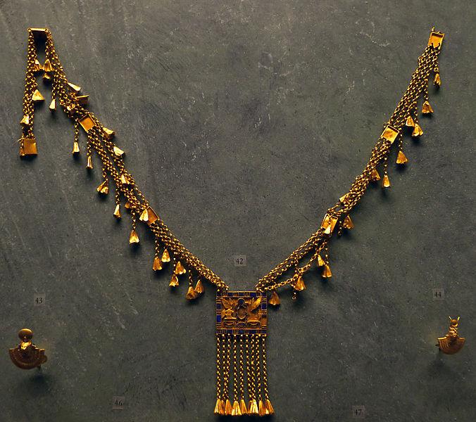 File:P1200350 Louvre collier Pinedjem Ier E25412 rwk.jpg